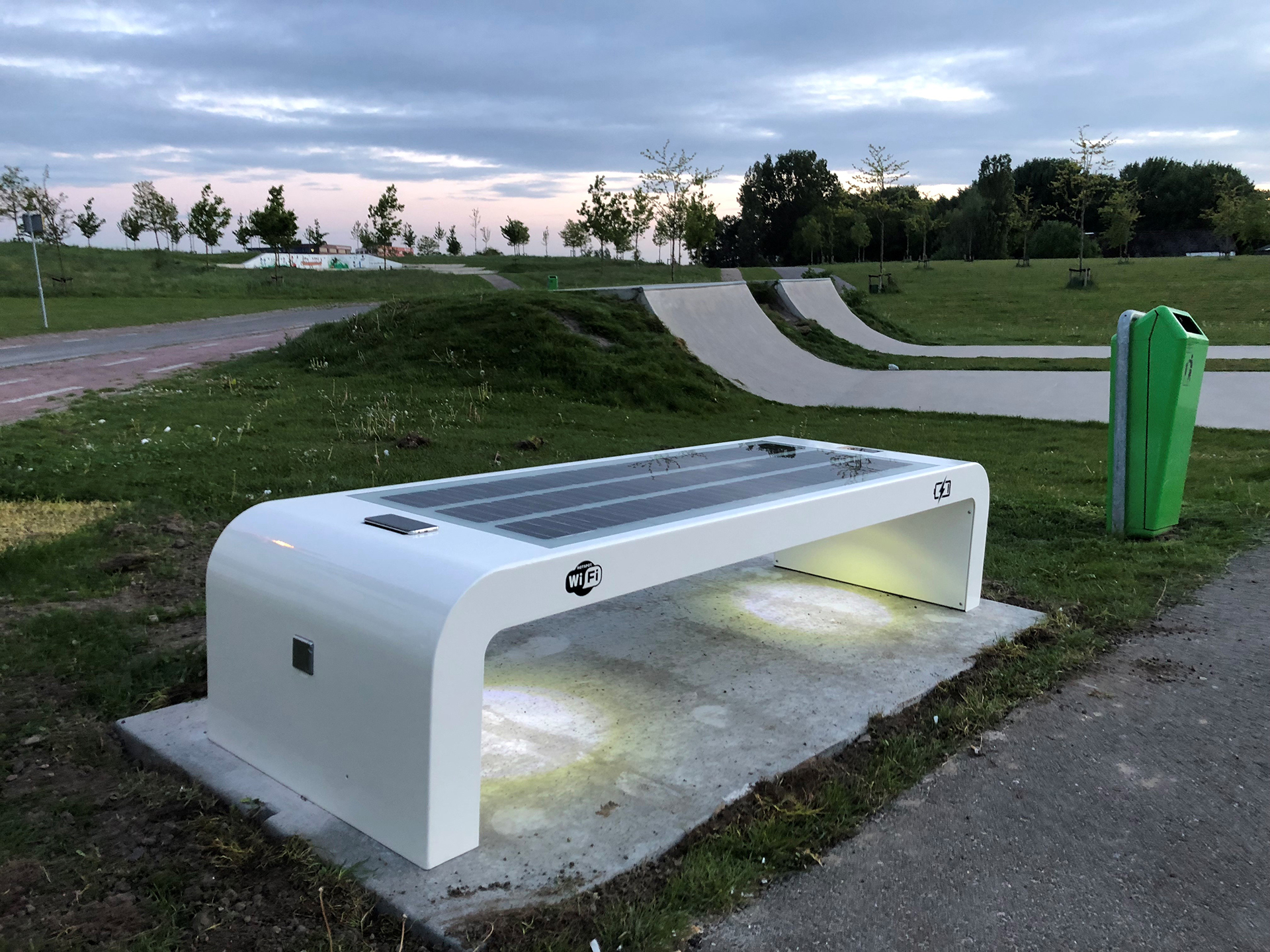 Solar zitbank wifi Bergschenhoek