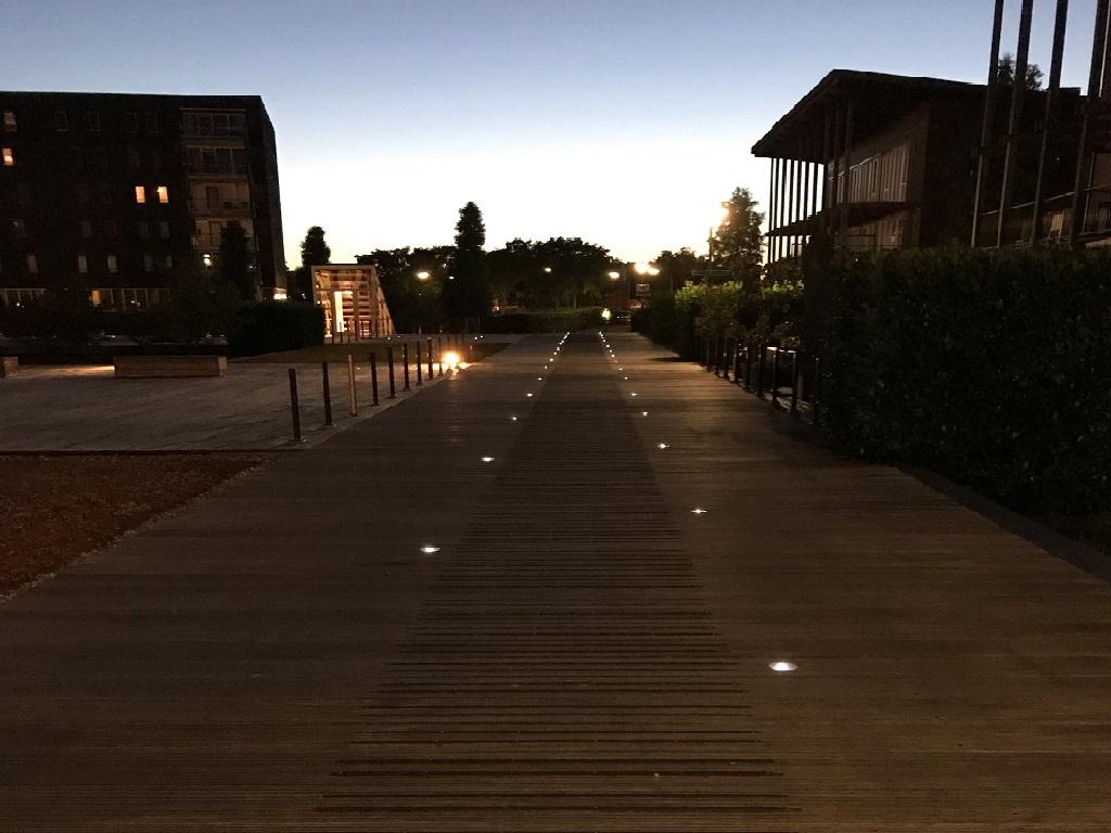 wegdekverlichting houten steiger